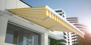 Store de façade, terrasse